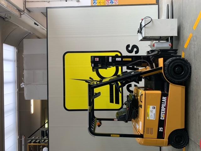 Carrello elev. elettrico 4 ruote usato e a noleggio CAT EP25K PAC