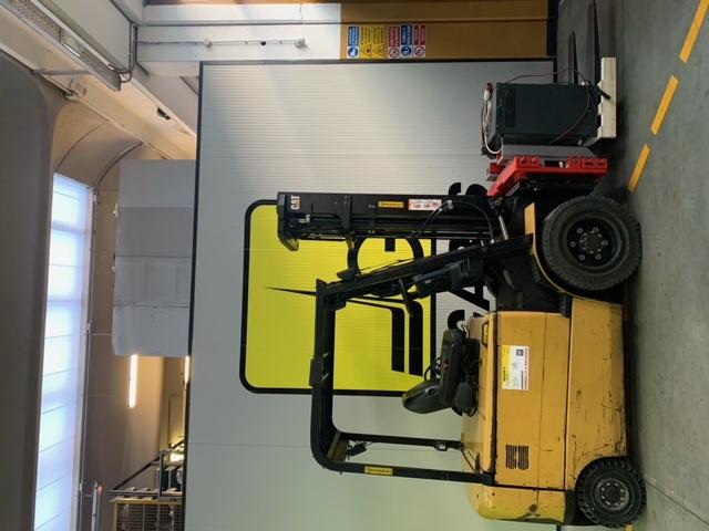 Carrello elev. elettrico 4 ruote usato e a noleggio CAT EP30K PAC