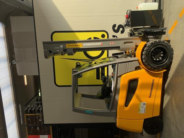 Carrello elev. elettrico 4 ruote usato e a noleggio JUNGHEINRICH EFG545K