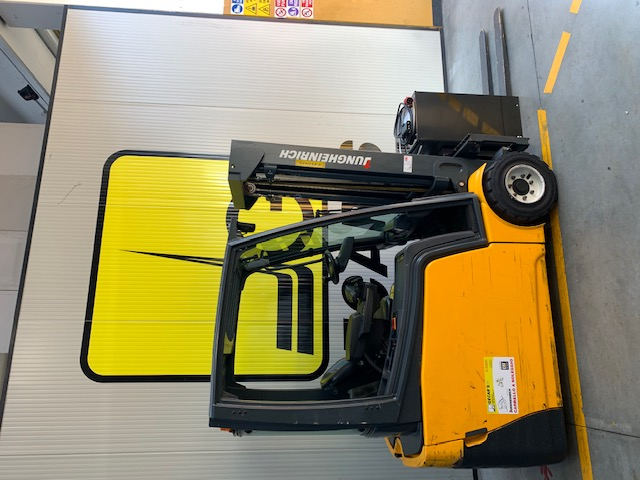 Carrello elev. elettrico 3 ruote usato e a noleggio JUNGHEINRICH EFG220