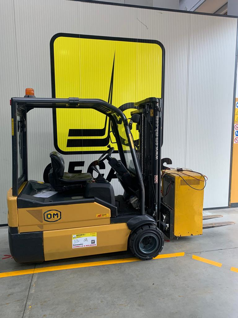 Carrello elev. elettrico 3 ruote usato e a noleggio OM XE20